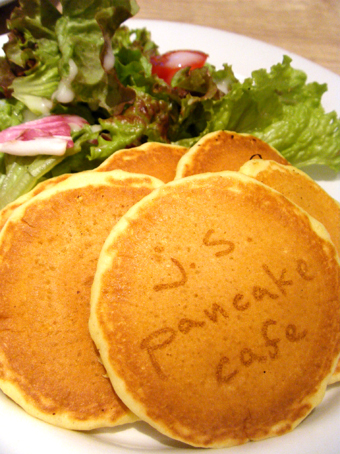『j.s. pancake cafe(ジェイエス パンケーキカフェ)』のスープカレーパンケーキ