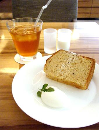 『茶の愉』のシフォンケーキ