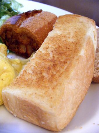 『Yucca(ユッカ)』のアンチョビとポテトのチーズオムレツ