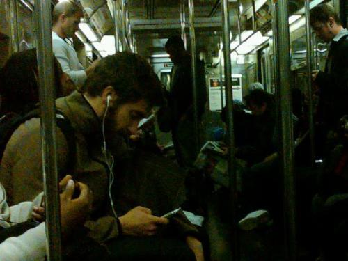ジェイクブルックリンで電車に乗る