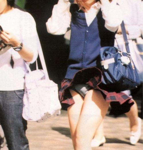 【三次・画像あり】 制服女子校生がわざとパンチラ見せてるとしか思えないんだがwwwww 24枚 part.3 No.23