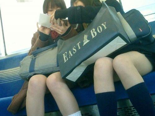 【三次・画像あり】 電車で座ってるJKのちょっとエロイやつ集めたった! 28枚 part.3 No.1