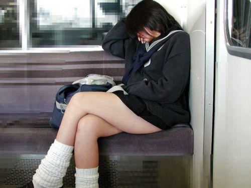【三次・画像あり】 電車の座席に大胆に座るJKの太ももが気になりすぎるんだがwwww 25枚 part.8 No.1