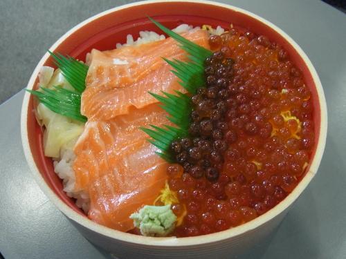 120822-004鮭親子丼(S)