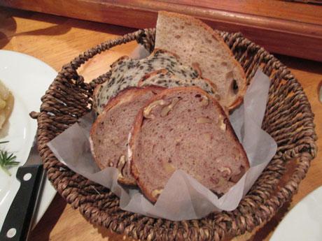 カゴ盛りパン