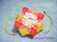 ジューシーカラーの花びら巾着