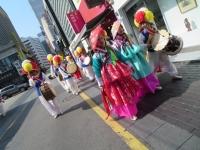 年齢層の高い伝統舞踊の一団