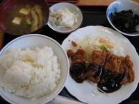 今日のランチは西小倉「永遠」定食500円ご飯すごい(完食したが)