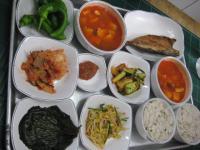お昼に頼んだ出前 焼き魚&豆腐スープ定食みたいな?