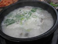 白くてぐつぐつ煮えててわからないですがスンデ鍋
