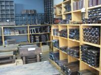 陶磁器の土産屋で木のトレイを沢山購入