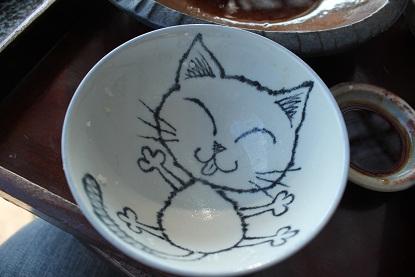 茶碗にニャンコ!