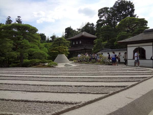 DSC01049本堂前より銀閣寺
