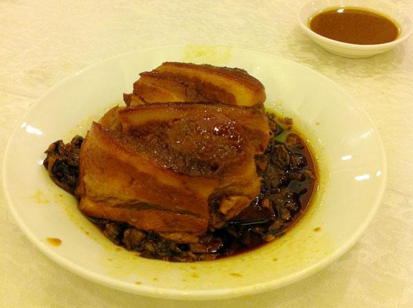 豚肉の梅菜煮込み