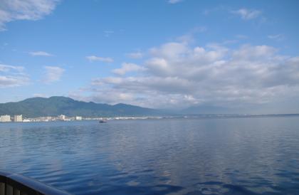 琵琶湖を前におはようございます