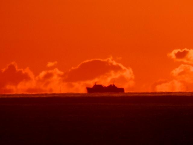 N3713水平線と船