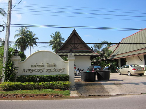 1-airport resort 01