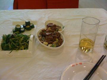 サラダと牛肉とニンニクの炒め物