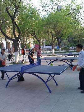 公園の卓球台