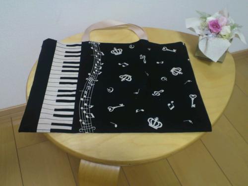 ピアノブラック