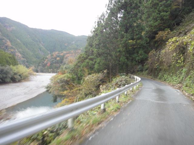 気田川沿い