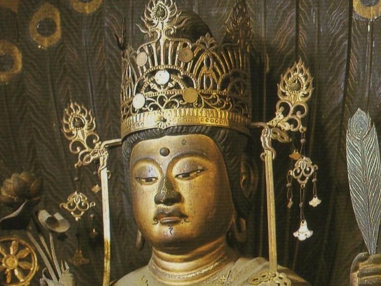 孔雀明王坐像(クリックすると全体像が見れます)