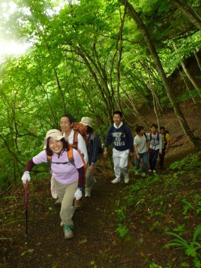 新緑の中の登り(3)
