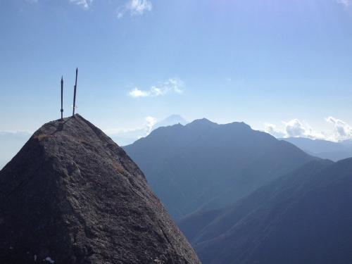 剣と鳳凰三山と富士山(2)