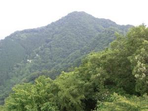 高取山から見た仏果山 クリックで拡大