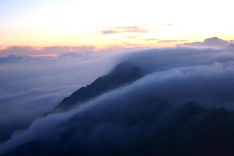 雲流れて (愛媛県 西条市 久万高原町 二ノ森)