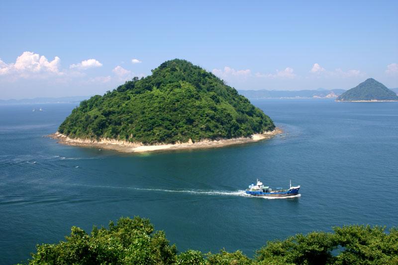 小槌島の夏 (香川県 高松市 亀水町 五色台 大崎ノ鼻)