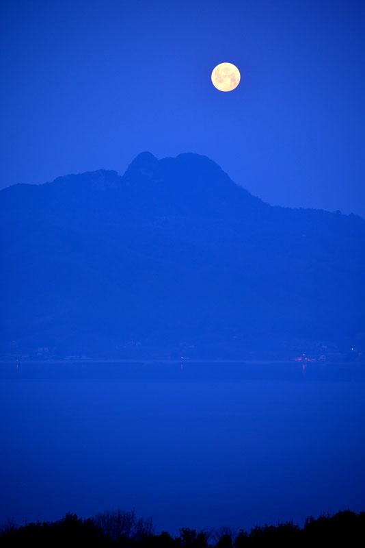 満月 五剣山1 (香川県 高松市 庵治町)