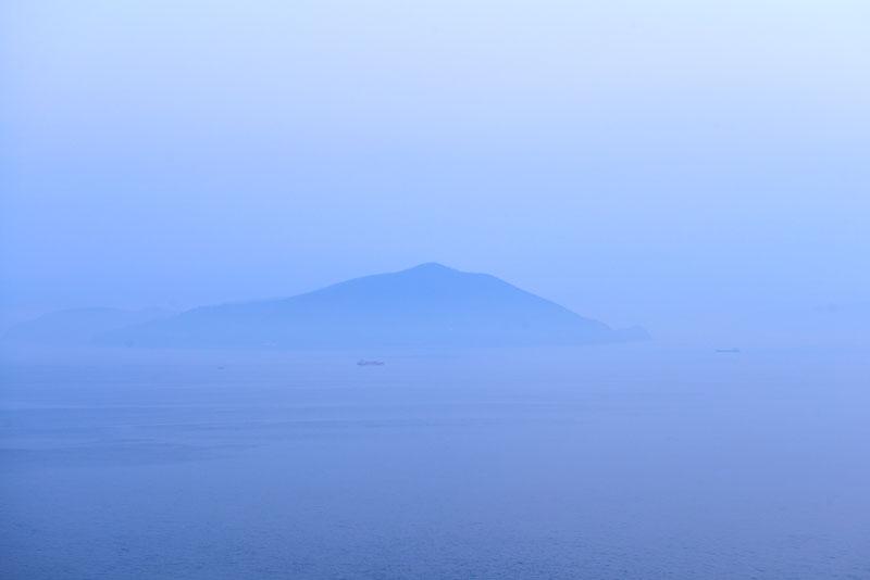 霞む海 (香川県 さぬき市 志度町 大串)