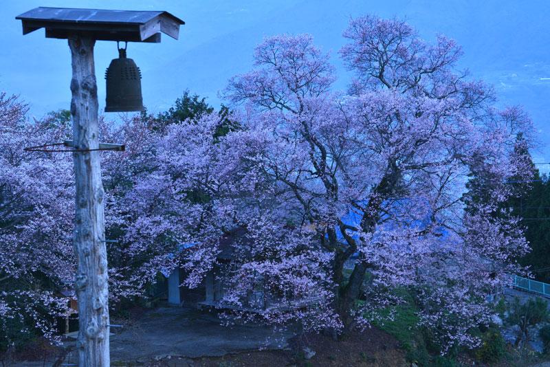 晩鐘のある風景 (徳島県 美馬郡 つるぎ町)
