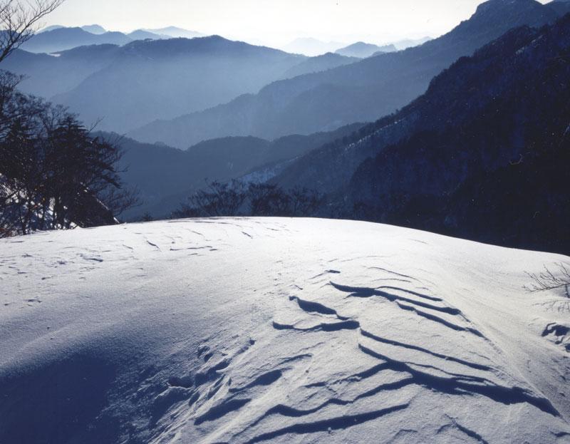 雪庇模様 夜明かし峠 (愛媛県 西条市 石鎚山 夜明かし峠)