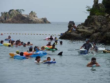 太地 クジラと海水浴 (1)