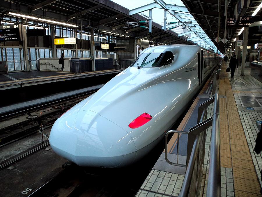 N700系ひかり号@新大阪駅(by au CASIO CA003)