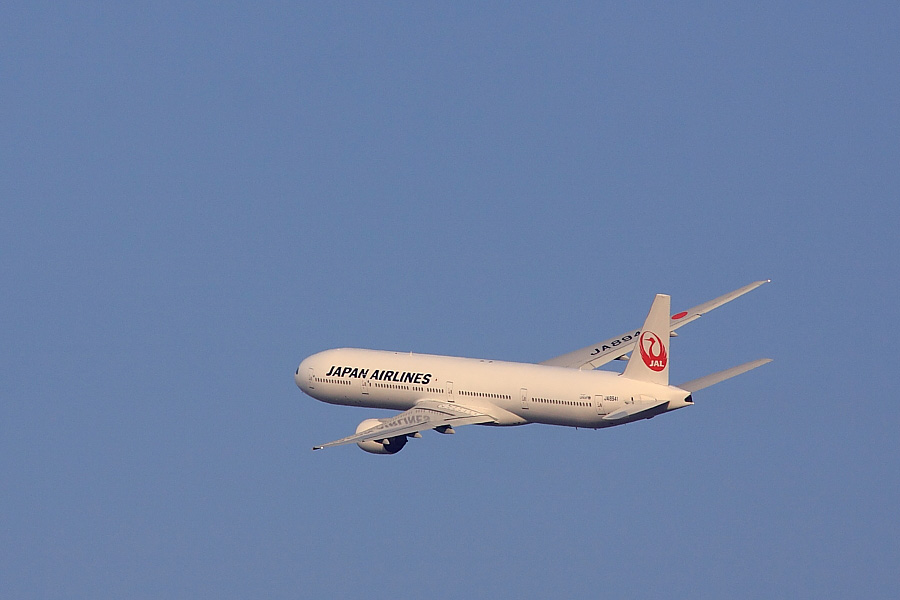 JAL B777-346 JAL104@RWY14Rエンド猪名川土手(by EOS 50D with SIGMA APO 300mm F2.8 EX DG/HSM + APO TC1.4x EX DG)