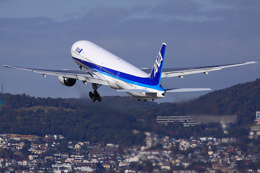 ANA B777-381 ANA105@伊丹スカイパーク(by EOS 50D with SIGMA APO 300mm F2.8 EX DG/HSM)