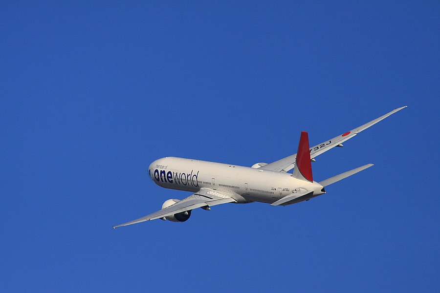 JAL B777-346ER JAL3002@RWY14Rエンド猪名川土手(by EOS 50D with SIGMA APO 300mm F2.8 EX DG/HSM + APO TC2x EX DG)
