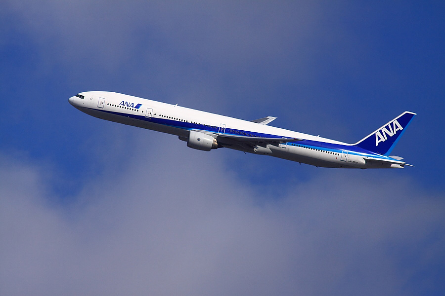 ANA B777-381 ANA105@昆陽池公園(by EOS 50D with SIGMA APO 300mm F2.8 EX DG/HSM + APO TC2x EX DG)