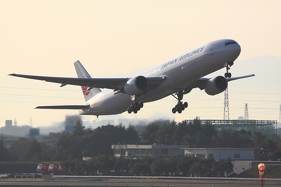 JAL B777-346 JAL3911@下河原緑地展望デッキ(by EOS 50D with SIGMA APO 300mm F2.8 EX DG/HSM + APO TC1.4x EX DG)