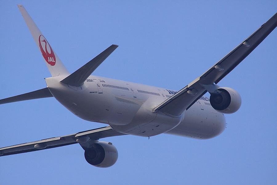 JAL B777-346 JAL3911@エアフロントオアシス沿道(by EOS 50D with SIGMA APO 300mm F2.8 EX DG/HSM + APO TC2x EX DG)