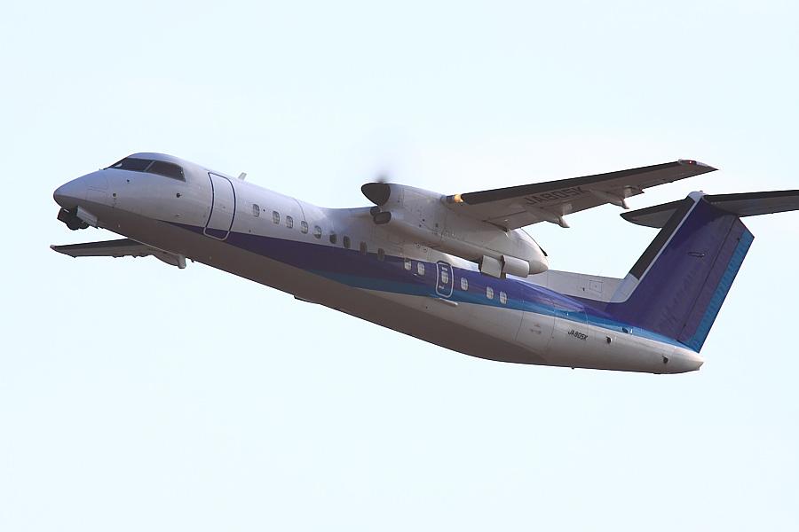 AKX DHC-8-314Q AKX805K@RWY14Rエンド猪名川土手(by EOS 50D with SIGMA APO 300mm F2.8 EX DG/HSM + APO TC2x EX DG)