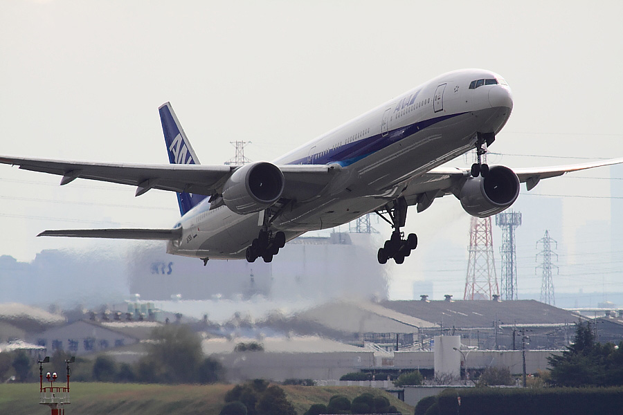ANA B777-381 ANA105@エアフロントオアシス下河原(by EOS 50D with SIGMA APO 300mm F2.8 EX DG/HSM + APO TC2x EX DG)