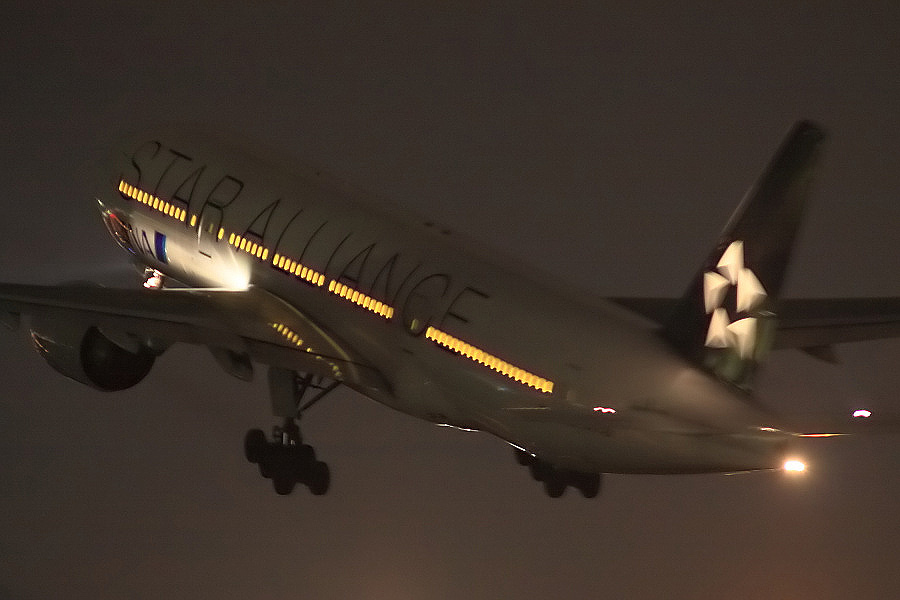 ANA B777-281 ANA36@伊丹スカイパーク(by EOS 50D with SIGMA APO 300mm F2.8 EX DG/HSM)