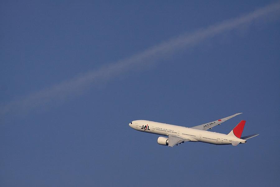 JAL B777-346ER JAL3002@RWY14Rエンド猪名川土手(by EOS 50D with SIGMA APO 300mm F2.8 EX DG/HSM + APO TC2x EX DG)