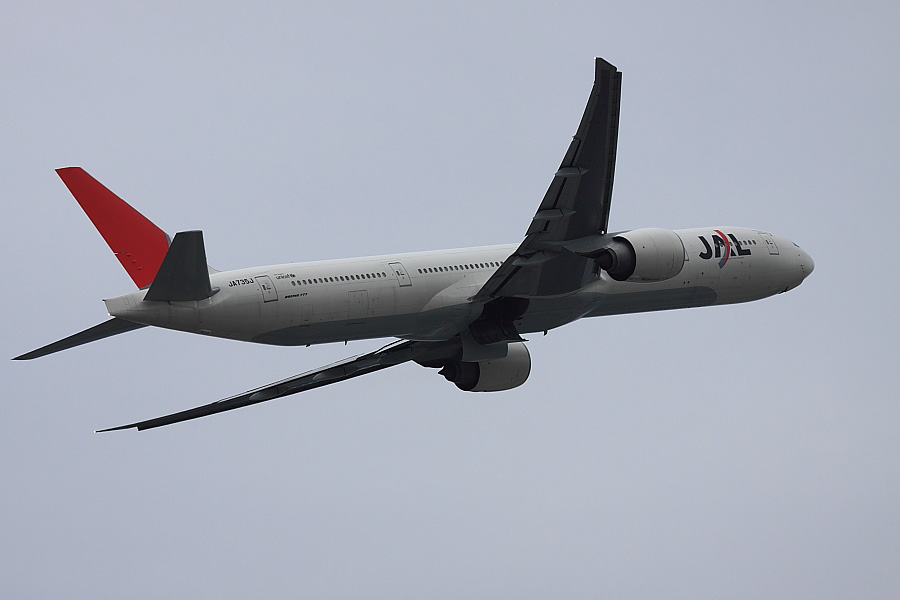 JAL B777-346ER JAL3002@エアフロントオアシス沿道(by EOS 50D with EF100-400mm F4.5-5.6L IS USM)