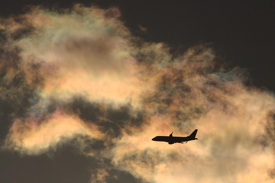 J-AIR Embraer170 JAL2213@RWY14Rエンド・猪名川土手(by EOS 50D with SIGMA APO 300mm F2.8 EX DG/HSM + APO TC2x EX DG)
