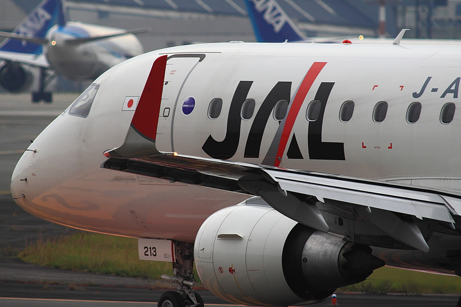 J-AIR Embraer170 JAL2050@エアフロントオアシス沿道(by EOS 50D with SIGMA APO 300mm F2.8 EX DG/HSM + APO TC2x EX DG)